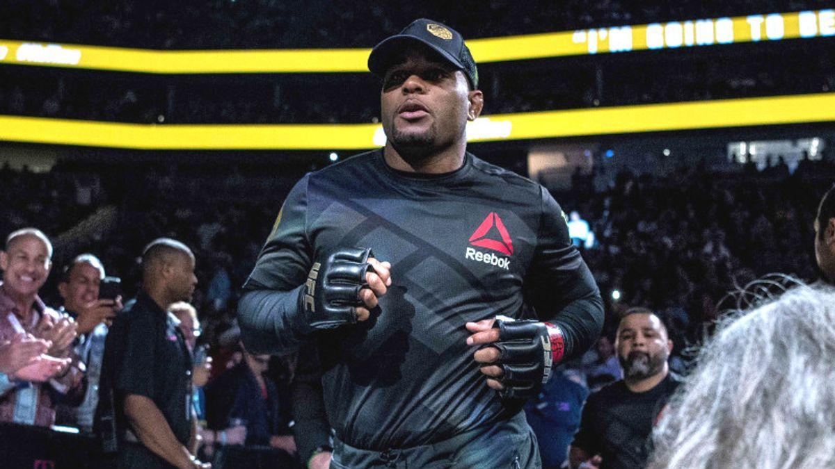 UFC 220: Will Long Shot Oezdemir Threaten Cormier? article feature image