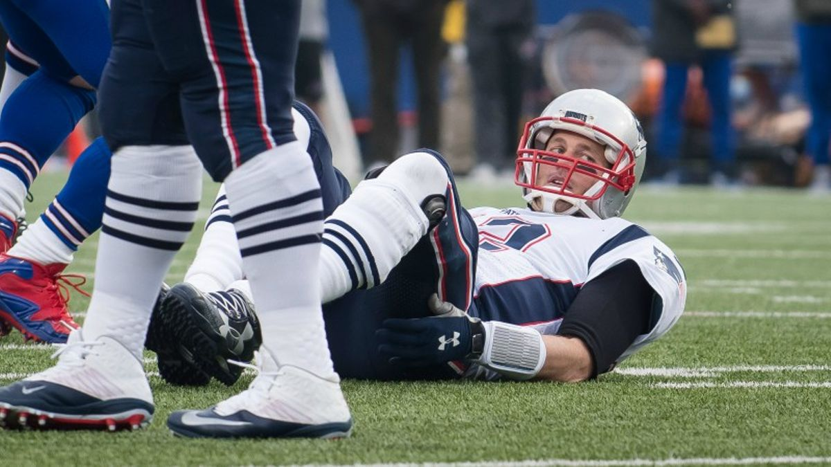 How Brady Performs ATS When He Does (And Doesn't) Get Sacked article feature image