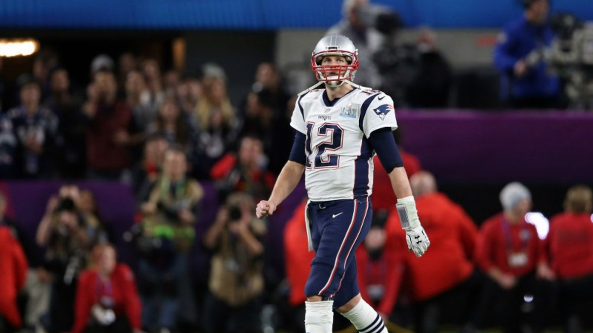 Can Tom Brady Stiff-Arm MVP Regression in 2018? article feature image