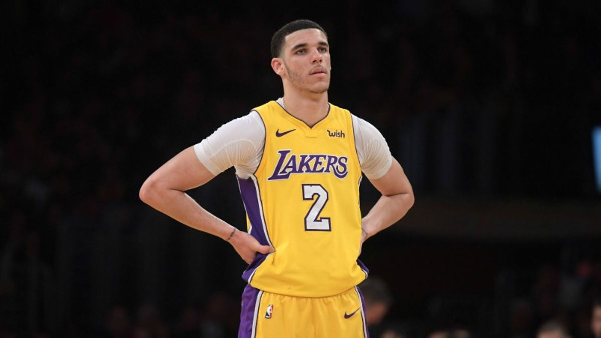 Four NBA Prop Bets for Monday: Lonzo Over/Under 10 Points? article feature image