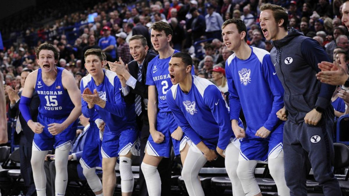Monday Sharp Report: Wiseguys Hammering 5 College Basketball Sides article feature image