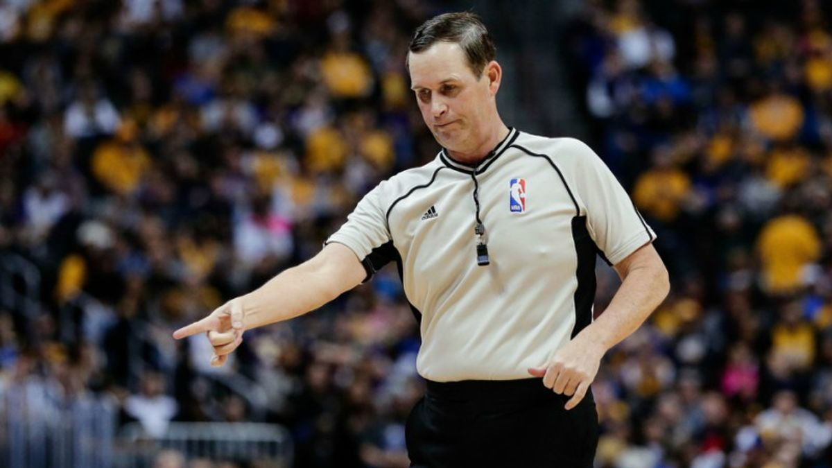 Why Bettors Need to Know Tonight's Lakers-Warriors Officials article feature image
