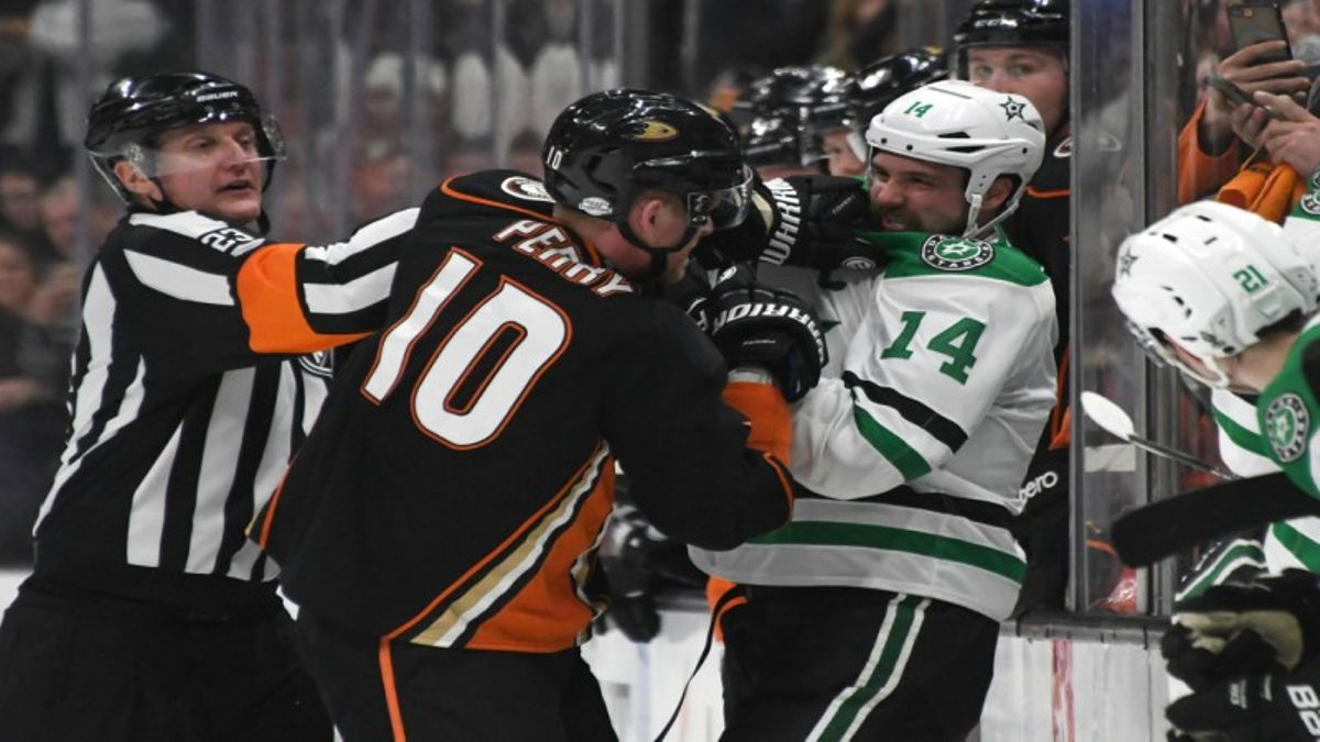 Friday NHL Betting: Will the Stars' Rest Advantage Matter vs. Anaheim? article feature image