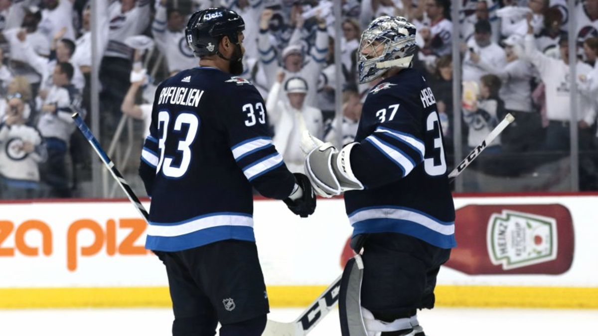 Top NHL Props for Friday: Hellebuyck Over/Under 28.0 Total Saves? article feature image