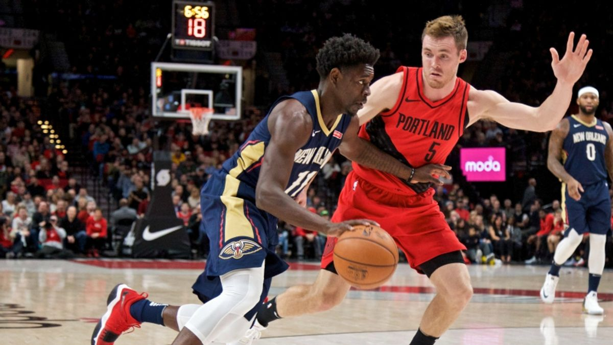 3 NBA Props for Saturday: Holiday Over/Under 6.5 Assists? article feature image