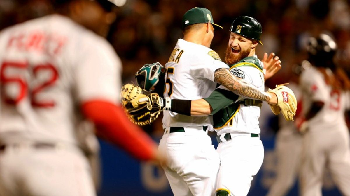 MLB Sharp Report: Wiseguys Betting Sox-A's and 3 Other Sunday Games article feature image