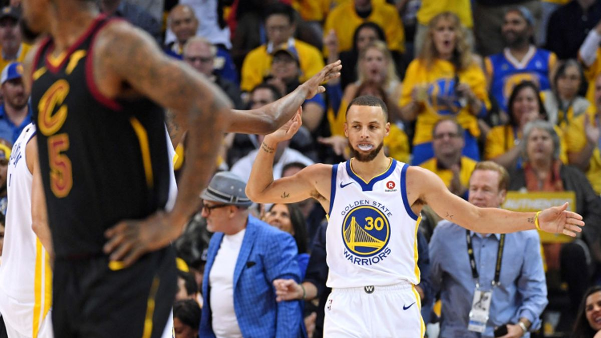 Curry's Last-Second Prayer Sinks Under and Cavs 1H Tickets article feature image