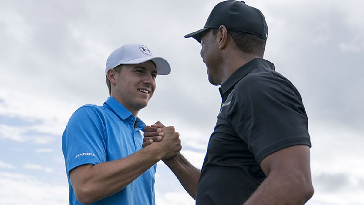 Woods, Spieth Reteach a Few Lessons With Birdie-Filled Third Rounds article feature image