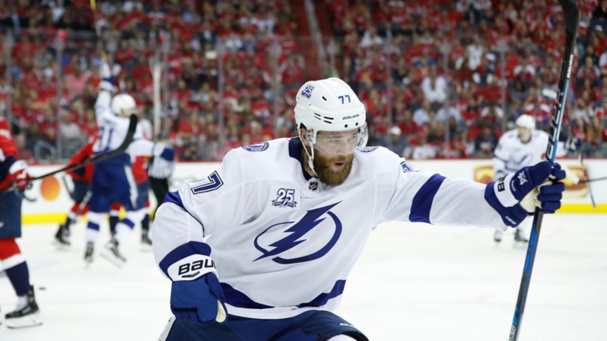 Top NHL Prop Bets for Thursday: Hedman Over/Under 2.5 Total Shots on Goal? article feature image