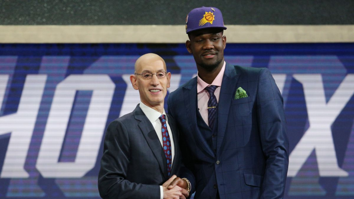 Deandre Ayton Opens as Favorite for 2018-19 NBA Rookie of the Year article feature image