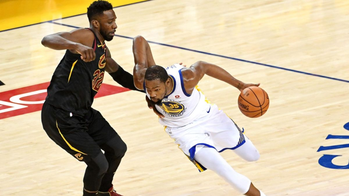 Strange Vibes: What's Going on With Kevin Durant and the Warriors? article feature image