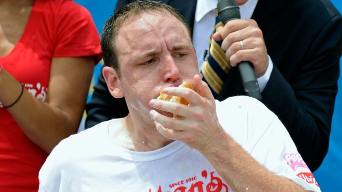 2018 Nathan's Hot Dog Eating Contest Odds: Joey Chestnut a Massive Favorite article feature image