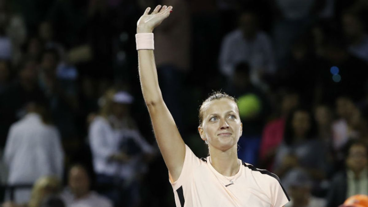 Wimbledon Favorite Petra Kvitova Sent Packing in Tournament's Biggest Upset article feature image
