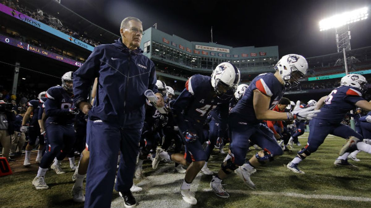 UConn 2018 Betting Preview: Is There More Than One Win on the Schedule? article feature image
