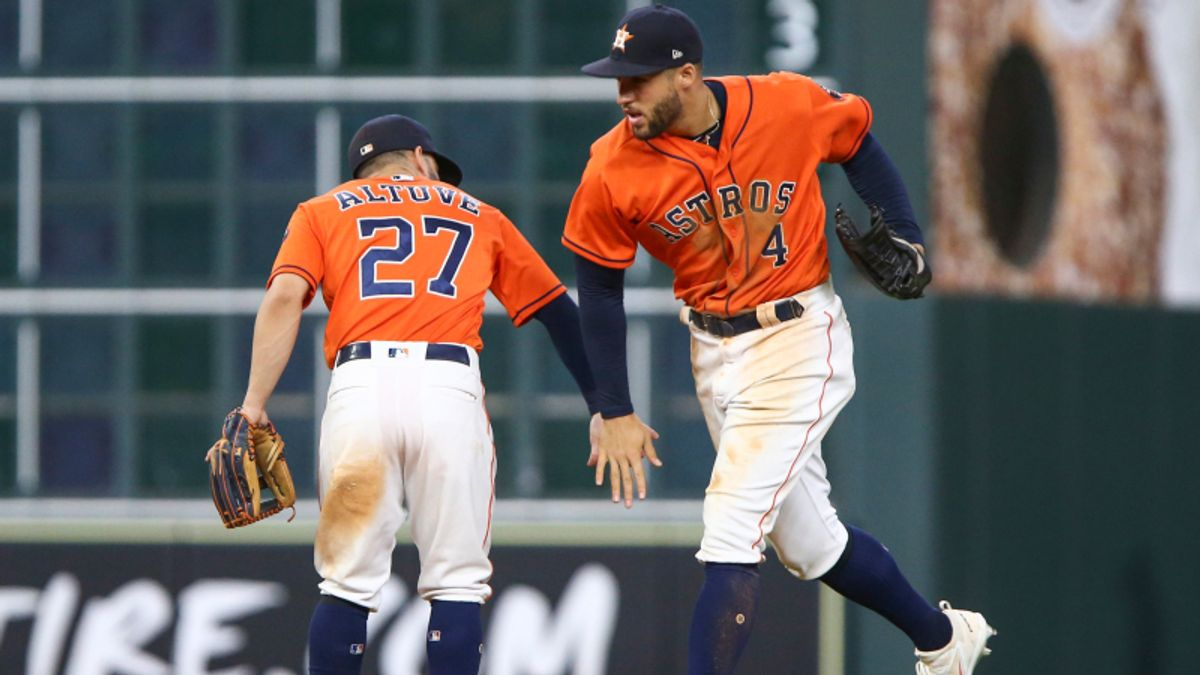Saturday's Big MLB Favorites Create Over/Under Value article feature image