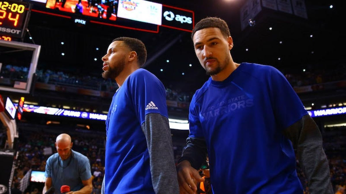 How the Warriors Create Open Looks for Steph Curry, Klay Thompson article feature image
