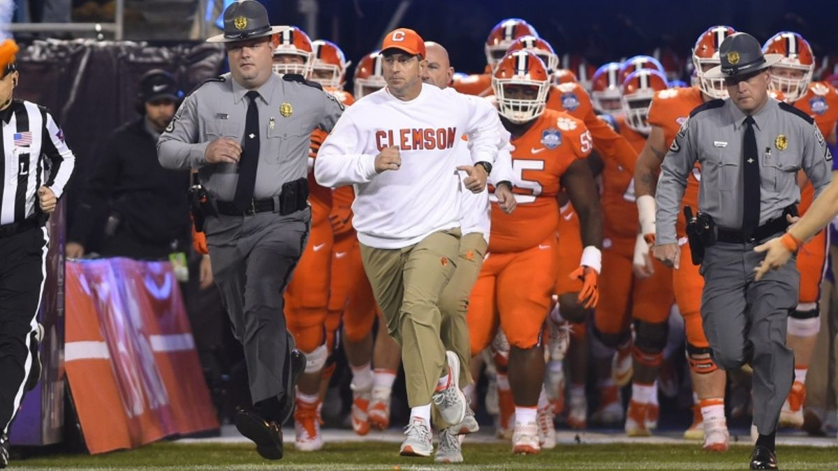 Our Staff's 15 Favorite College Football Bets for the 2018 Season article feature image