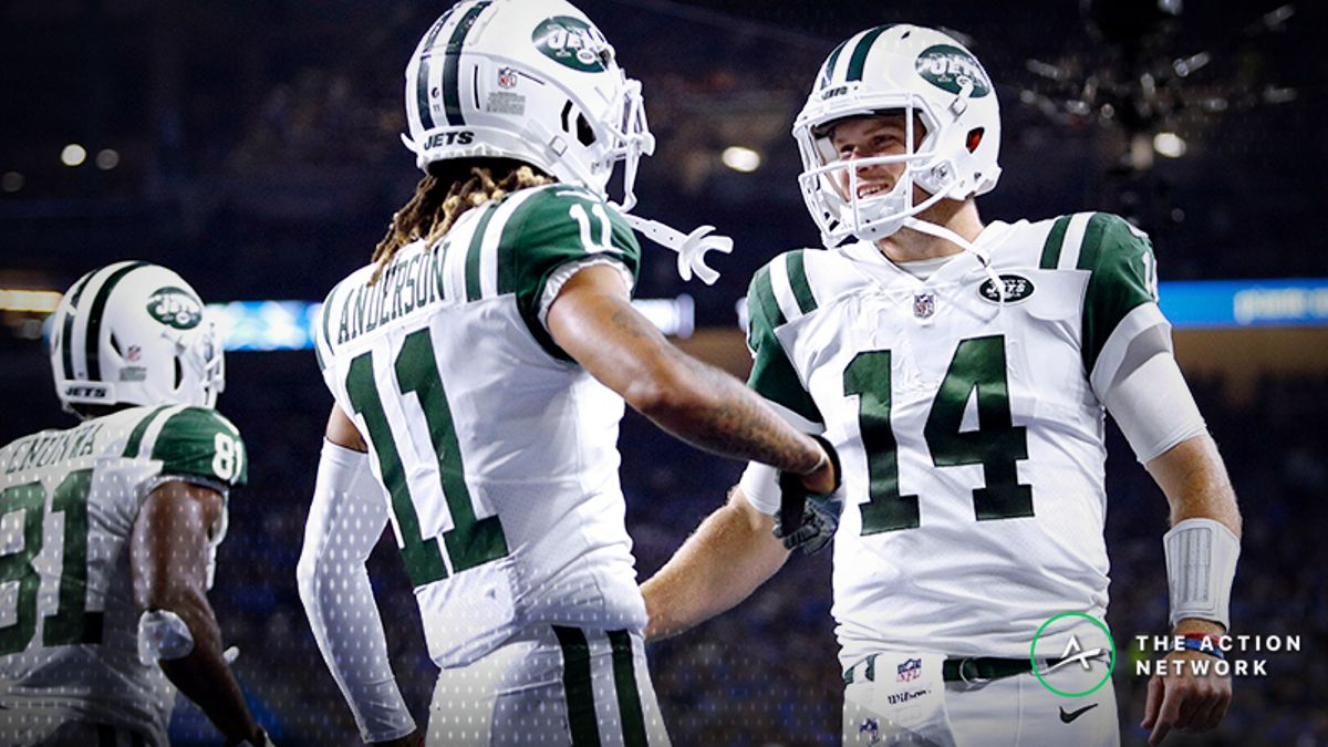 Dolphins-Jets Betting Preview: Hop Aboard the Sam Darnold Hype Train? article feature image
