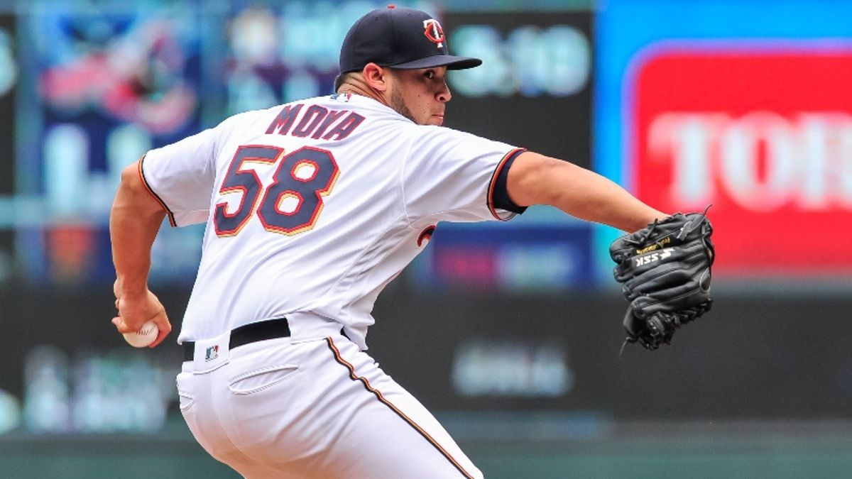 Sunday's MLB Over/Under: Handicapping The Twins' Bullpen Strategy in Texas article feature image