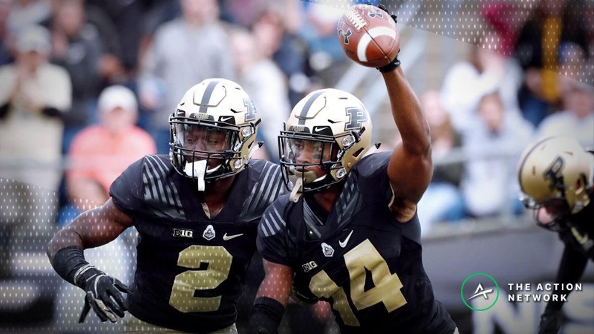 Key Matchups in College Football Driving Lines in Vegas article feature image
