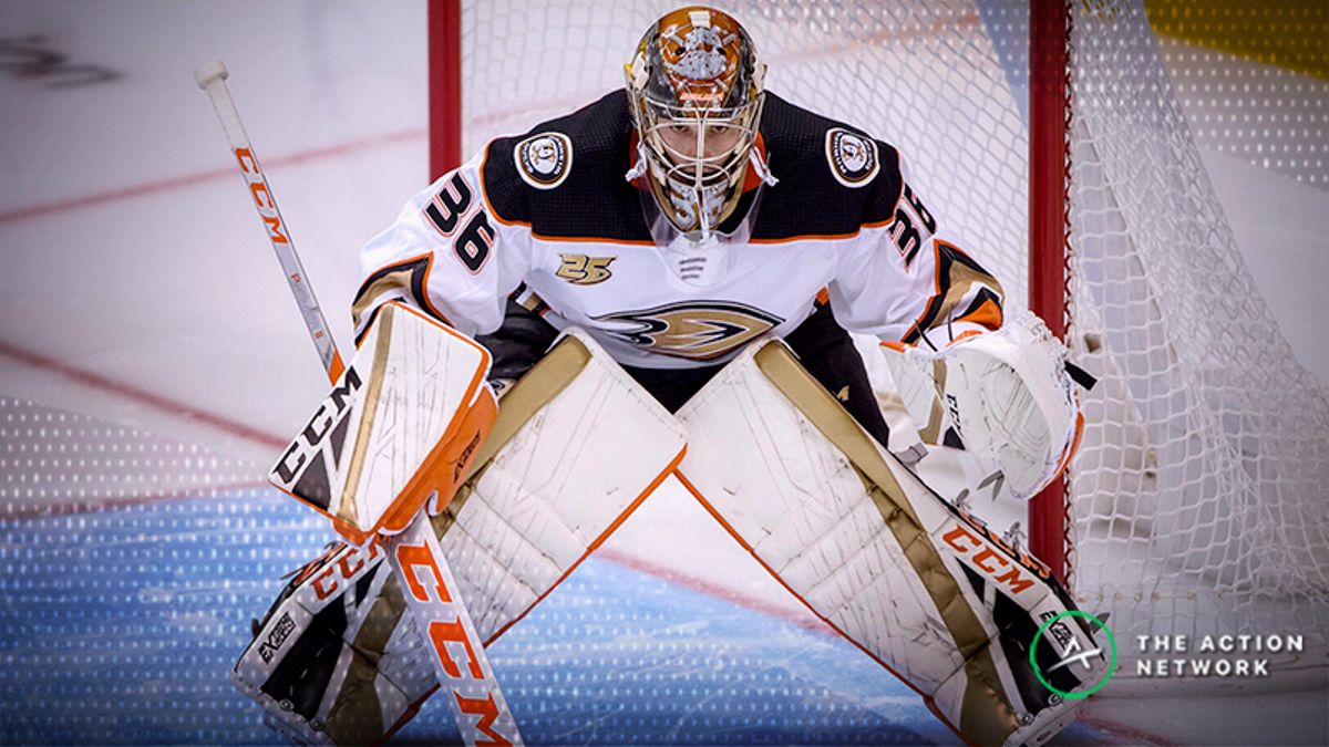 NHL Betting: Can the Ducks Hand the Predators Their First Road Loss? article feature image