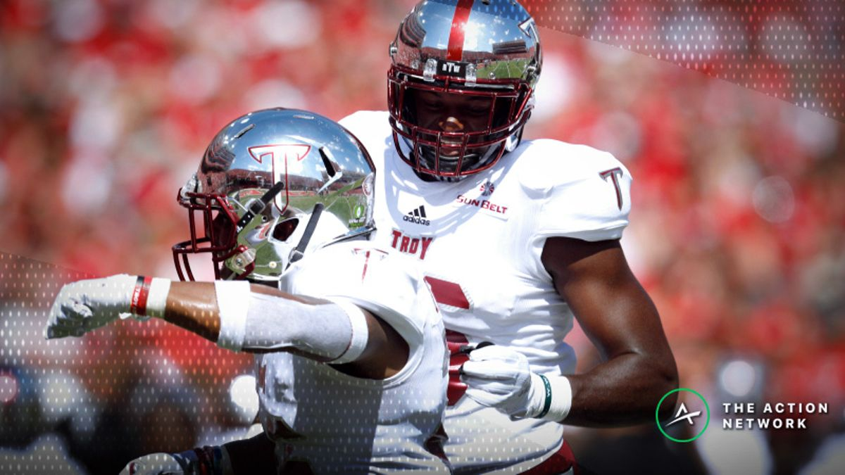 College Football Sharp Report: How Pros Are Betting Saturday's Bowl Games article feature image
