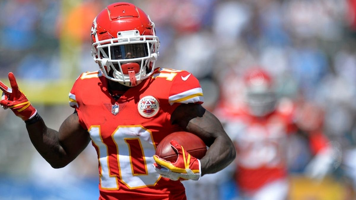 Week 6 NFL Injury Report: Updates on Tyreek Hill, David Johnson & More article feature image