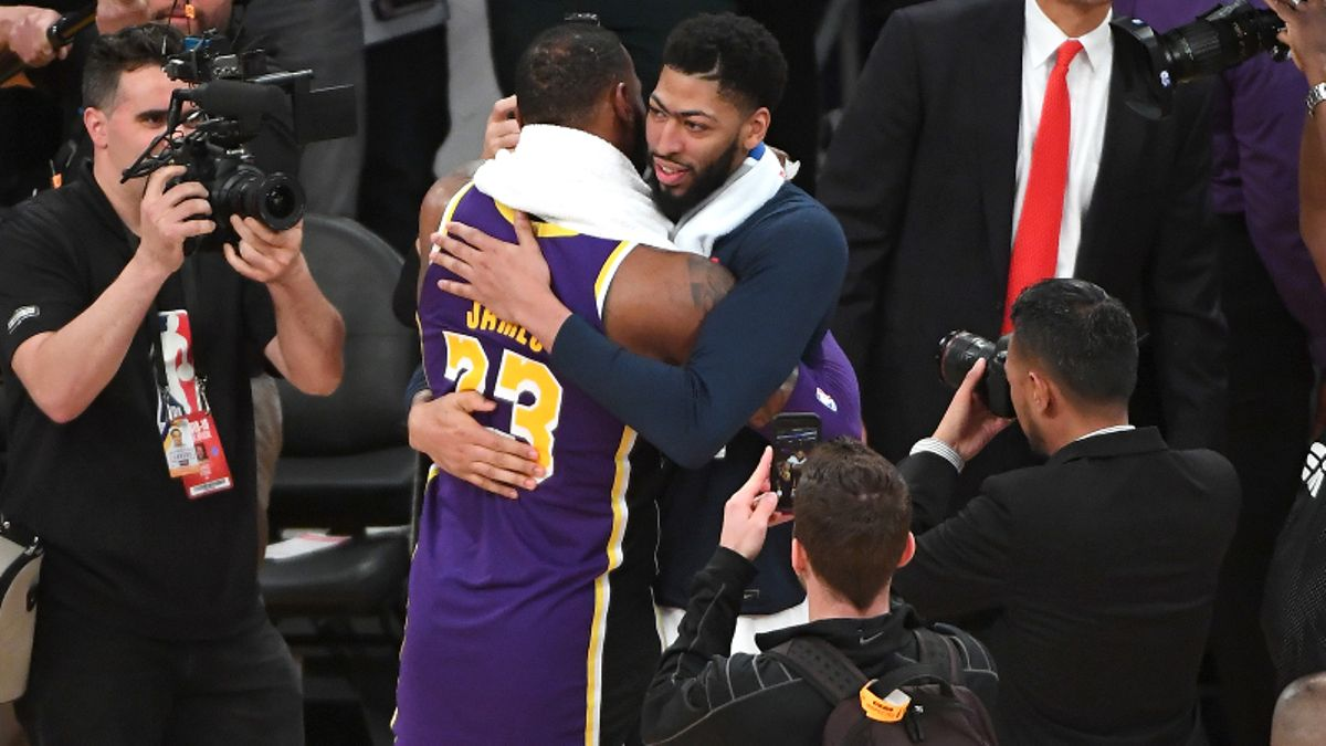 Moore: Should Lakers Be Favored to Win the 2020 NBA Title With Anthony Davis? article feature image
