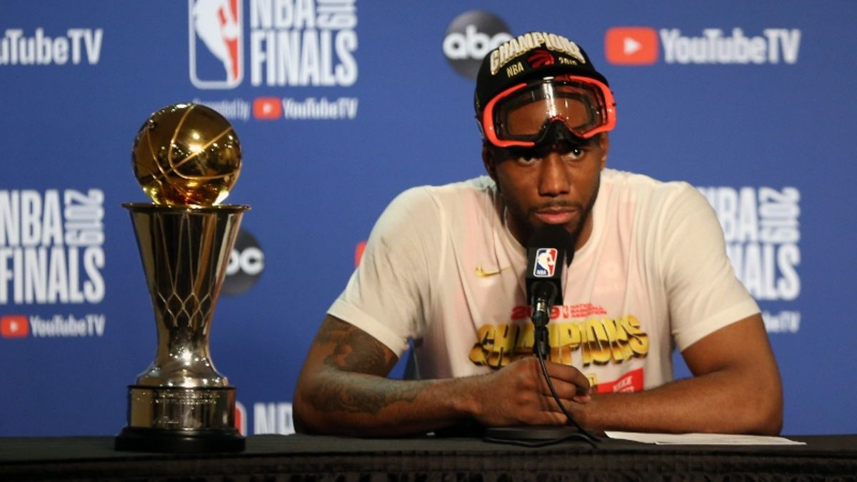 How Kawhi Leonard's Decision Will Shift Lakers, Clippers, Raptors NBA Title Odds article feature image