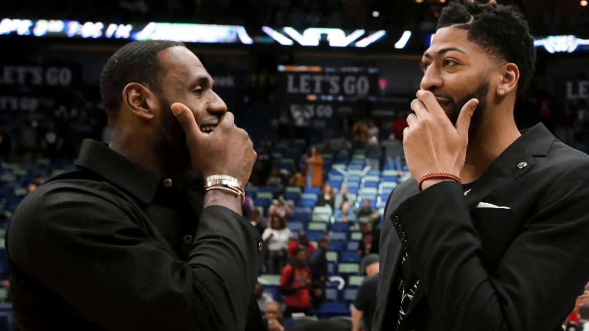 Rovell: Lucky Bet or Inside Information? One Bettor Gets the Jump on Anthony Davis Trade article feature image