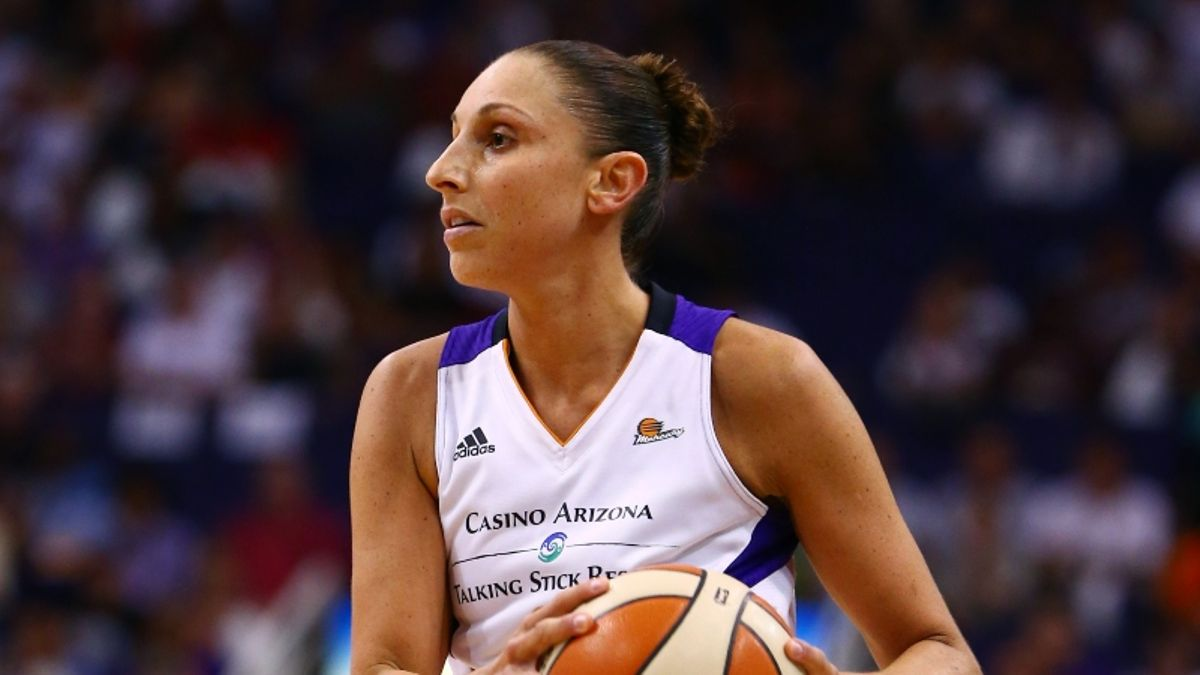 WNBA Betting Odds Value Calculator for Friday: How Would Diana Taurasi Impact Mercury Spread? article feature image