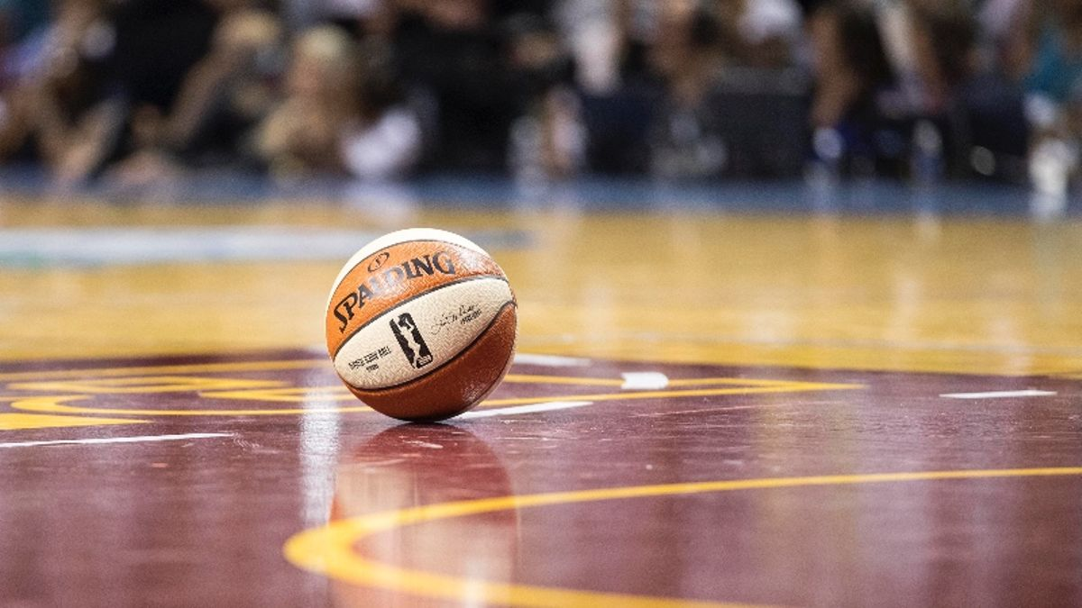 WNBA Betting Tip: A Contrarian Strategy for Mercury vs. Fever article feature image