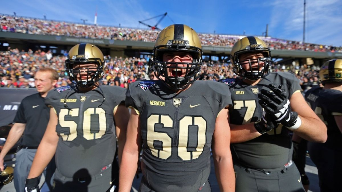 Army vs. Western Kentucky Betting Picks, Odds & Predictions: Can Hilltoppers Hang in Trenches? article feature image