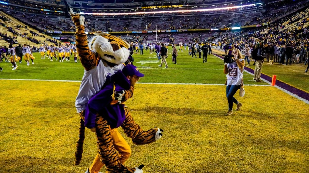 Wilson's LSU vs. Georgia Southern Betting Preview & Odds: Will Tigers Handle Triple Option? article feature image