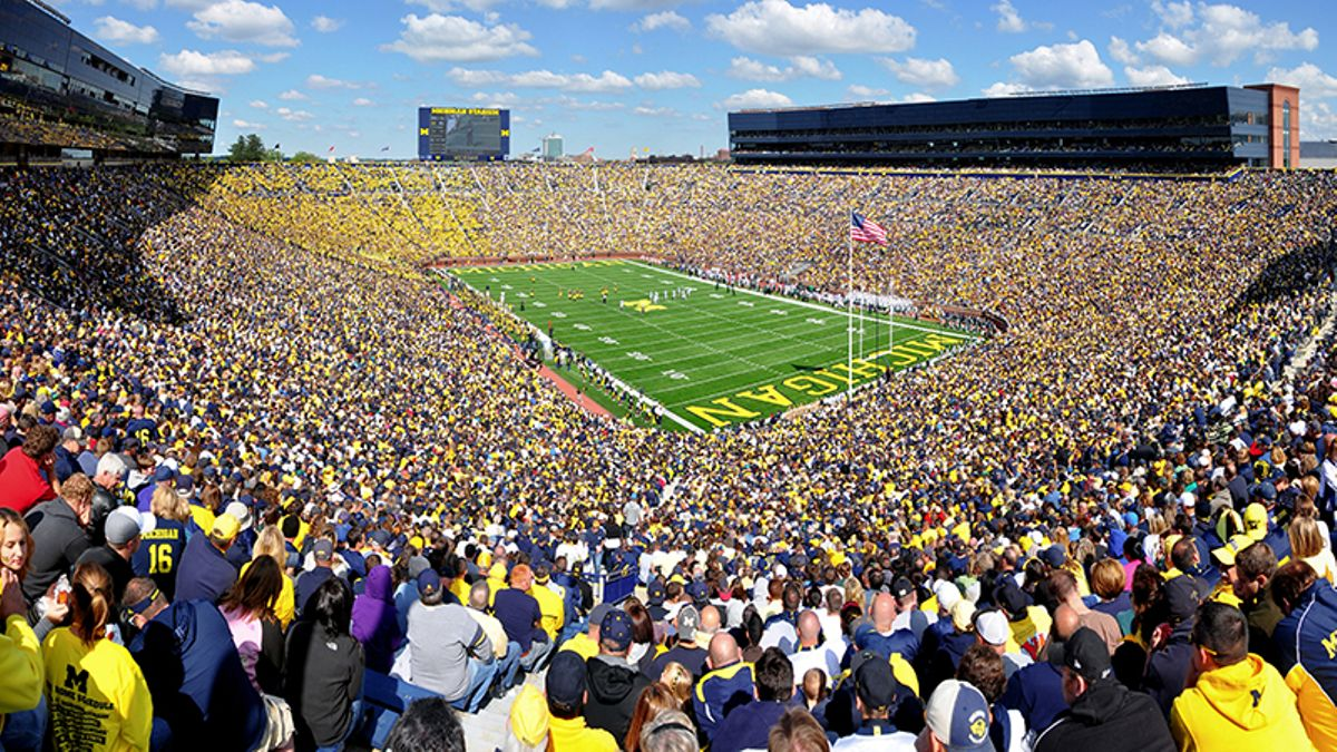 College Football Home-Field Advantage Rankings: How Many Points It's Worth for All 130 Teams article feature image