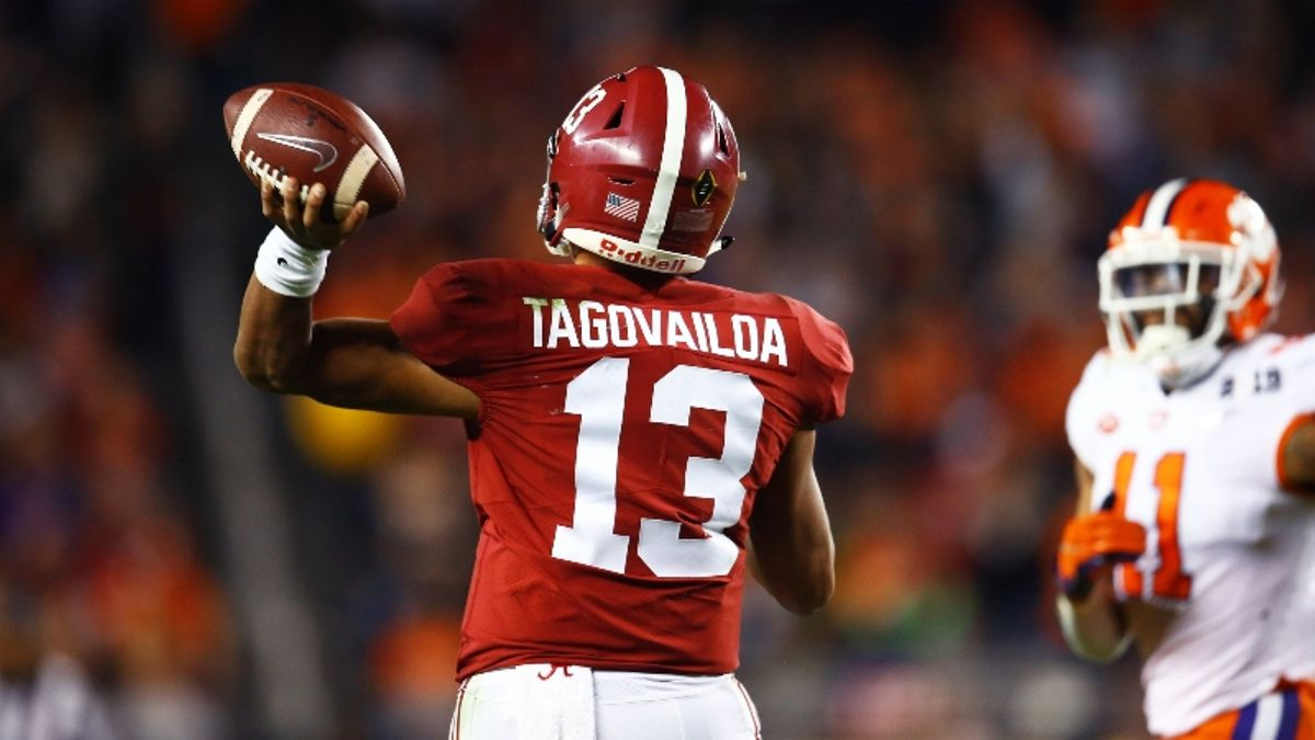 College Football Oddsmakers Tell All: Biggest Liabilities, Popular Heisman Bets, Surprise Teams article feature image