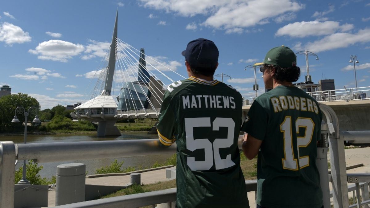 Packers vs. Raiders Shortened-Field Game Creates Unprecedented Scenario for Bookmakers article feature image