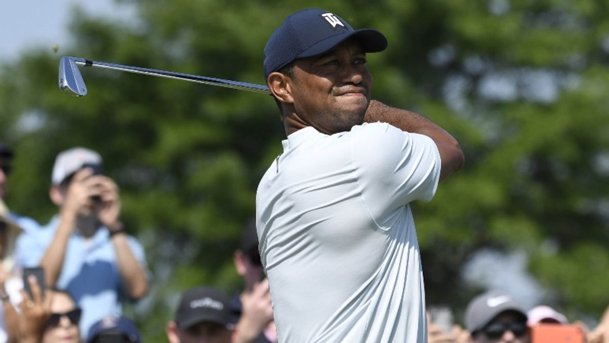 Tiger Woods Withdraws From Northern Trust, Remains Stuck in Catch-22 article feature image