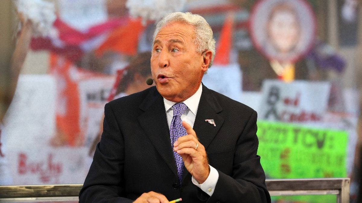 CFB Betting Tip: How to Profit From Lee Corso's Headgear Pick article feature image
