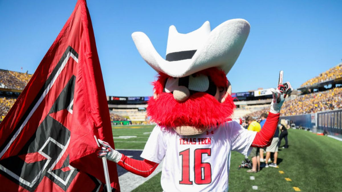 Miller's Texas Tech vs. Arizona Betting Preview & Odds: Which Defense Can Get Key Stops? article feature image