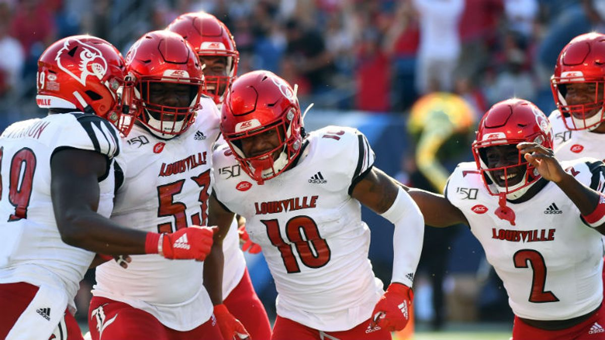 CFB Sharp Betting Report: Pros Hit 3 Saturday Games, Including N.C. State-Louisville article feature image
