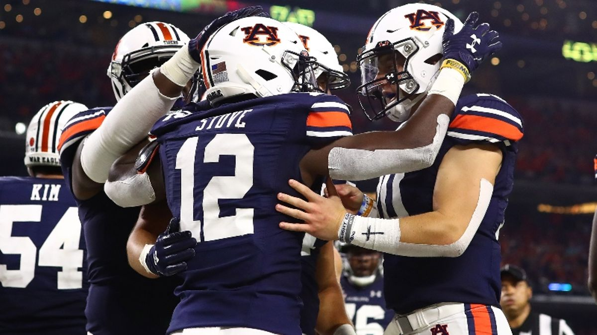 Our Staff's 7 Favorite College Football Bets & Picks for Week 2 article feature image