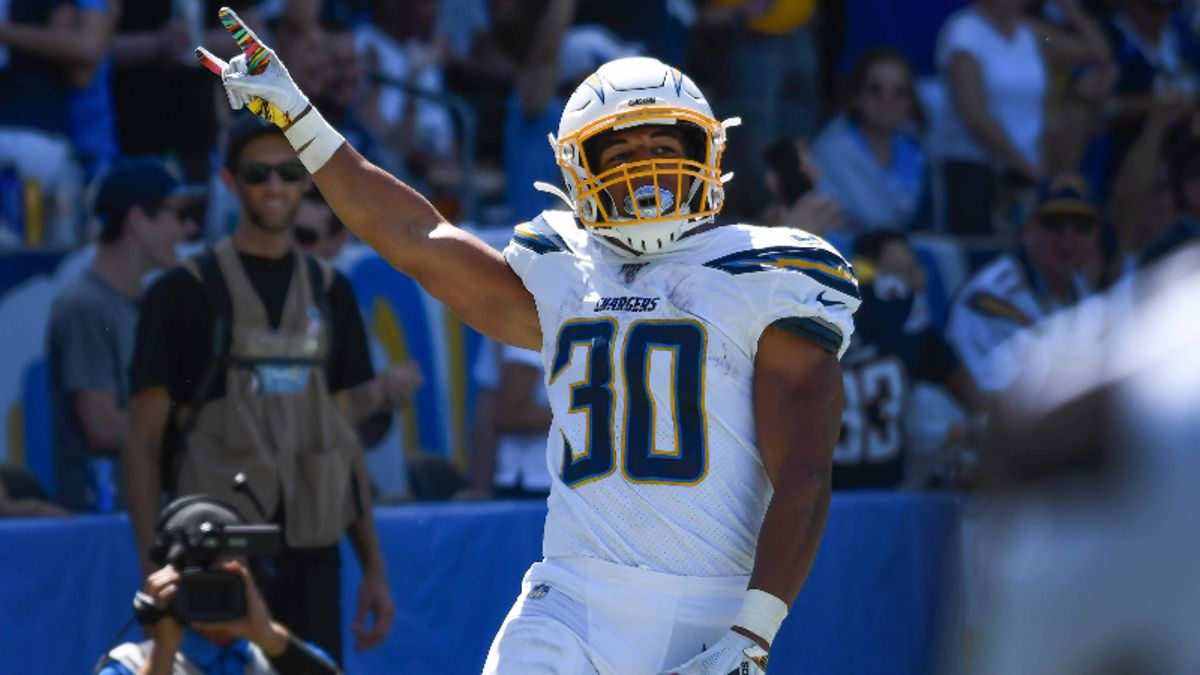 Chargers vs. Dolphins Odds, Picks & Predictions article feature image