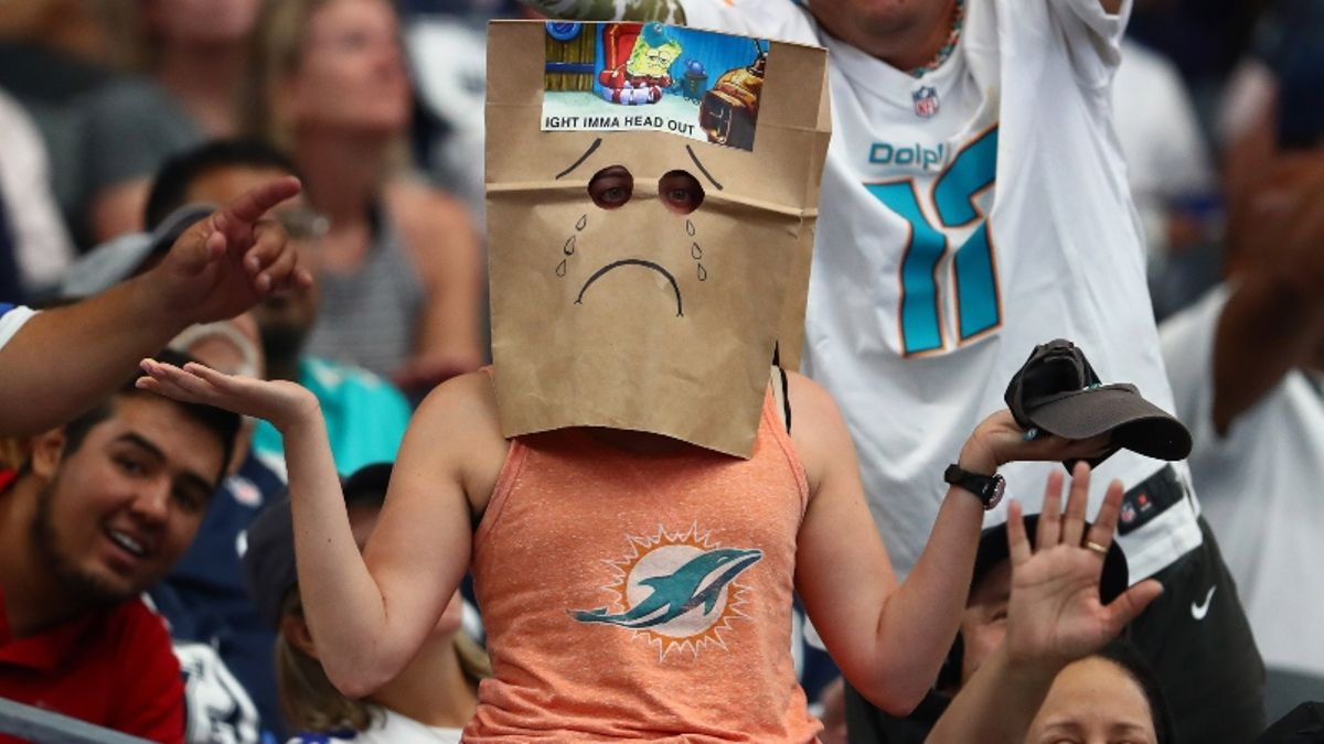 Week 4 NFL Survivor Pool Picks: Fade the Dolphins' Historic Ineptitude? article feature image