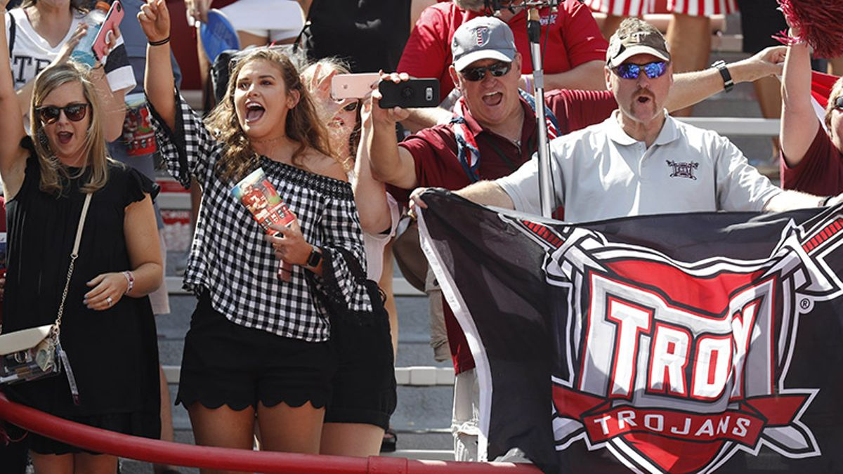 Rovell: Why Troy Covering vs. Akron Meant Disaster for Vegas Books article feature image
