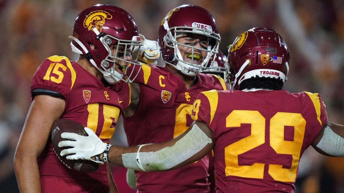 How Sharps Are Betting Friday's College Football Games, Including Utah at USC article feature image