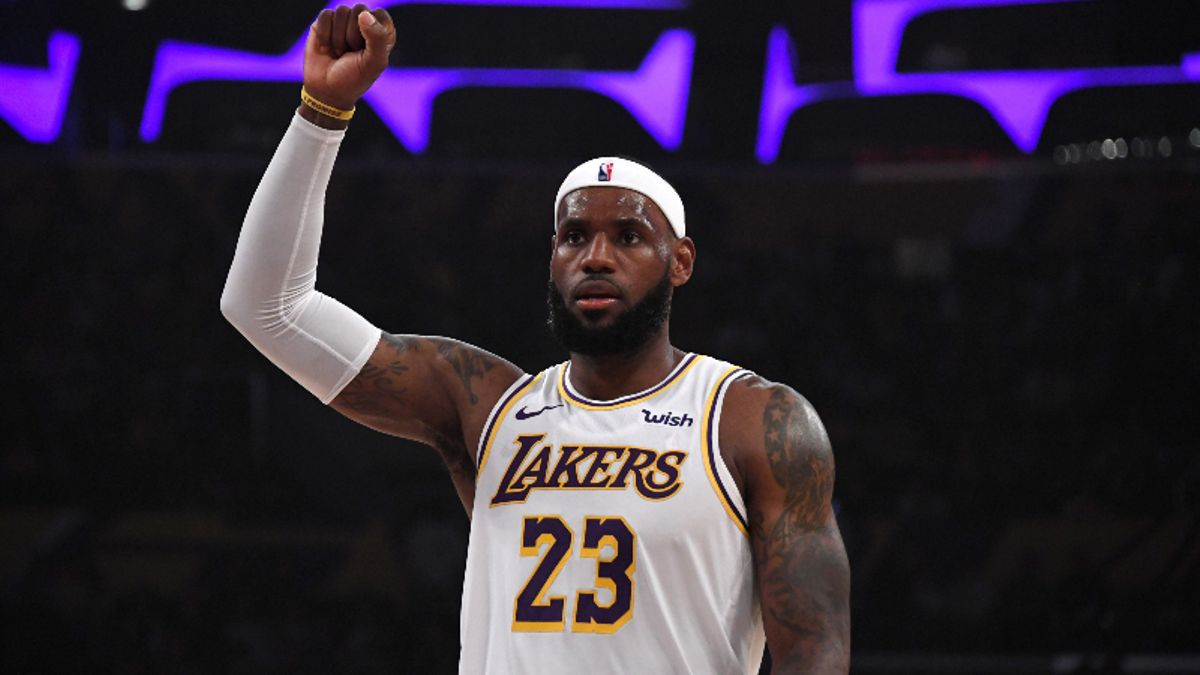 NBA Odds & Picks for Tuesday: Betting & DFS Values, Props, Injuries, More for Pelicans-Raptors & Lakers-Clippers article feature image