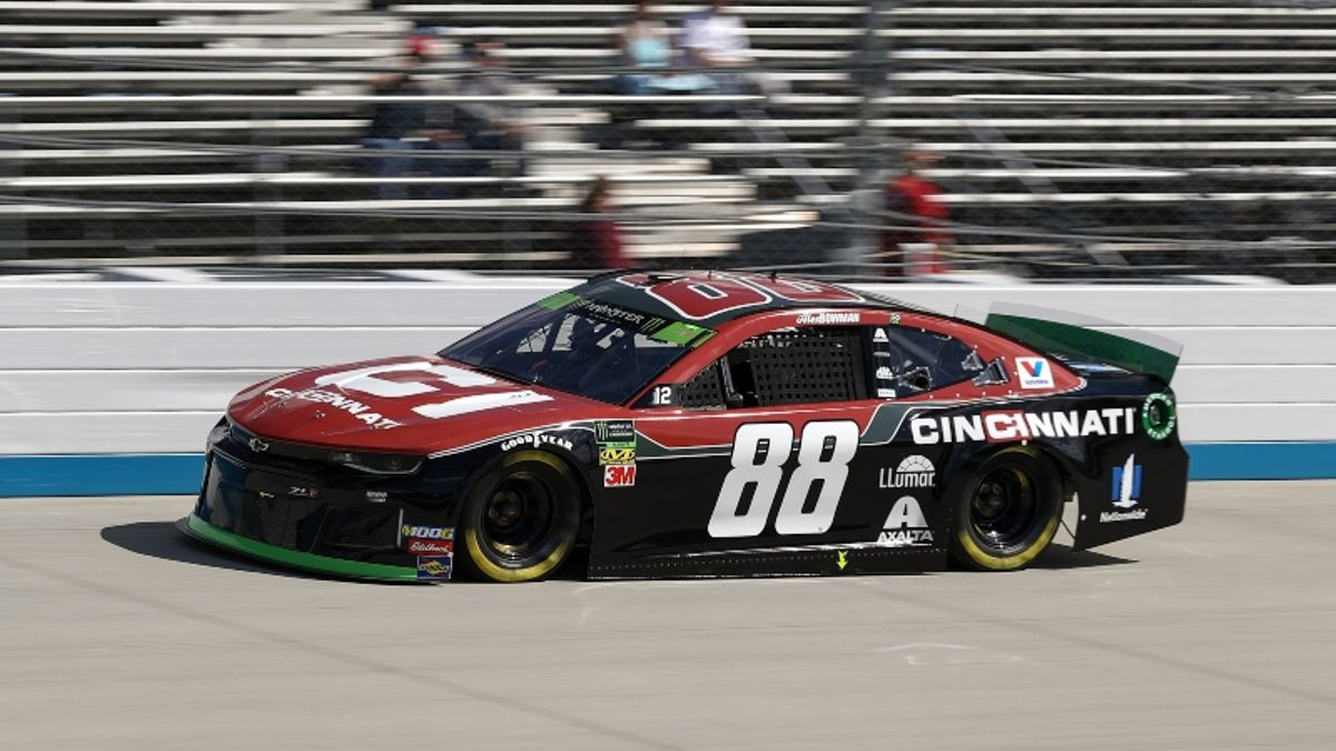 NASCAR at Dover Odds, Picks: There's Value on the Chevys at the Drydene 400 article feature image
