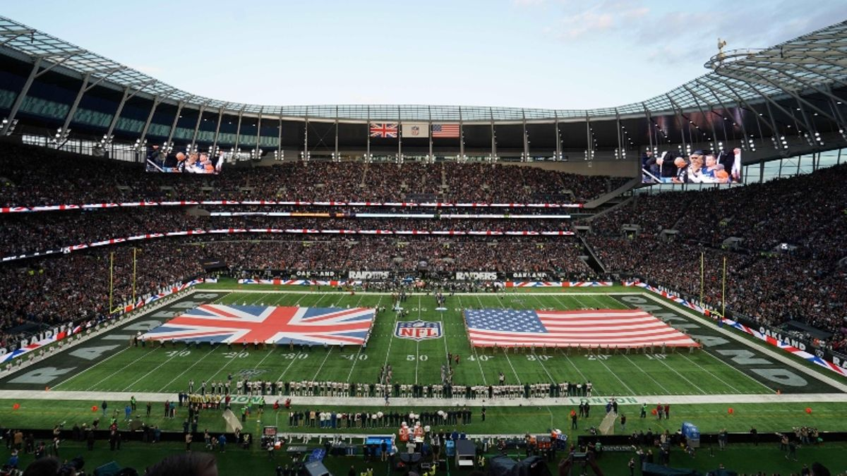 How Pros Are Betting Panthers vs. Buccaneers in London article feature image
