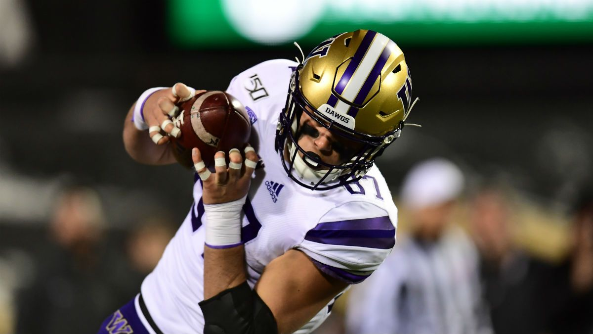 College Football Betting Picks: Our Staff's 4 Favorite Friday Bets article feature image